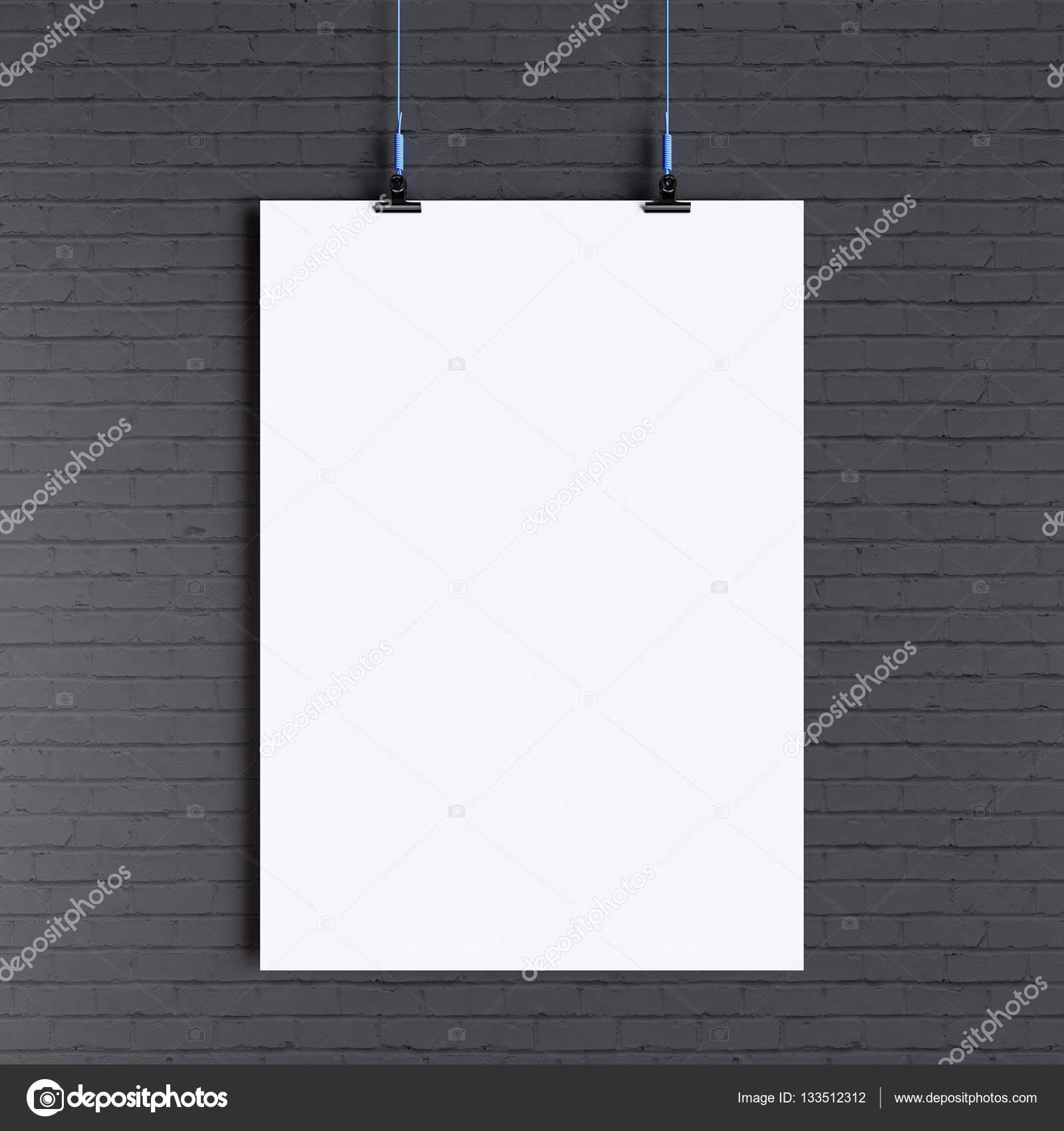 Plantilla de papel afiche en blanco colgando de la pared ...