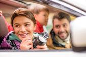 šťastná rodina, cestování autem