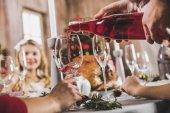 Ember szakadó bor az üveg