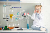 Photo Little girl in laboratory