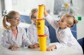 Fotografie Děti ve vědecké laboratoři