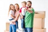 Rodina se stěhuje do nového domu