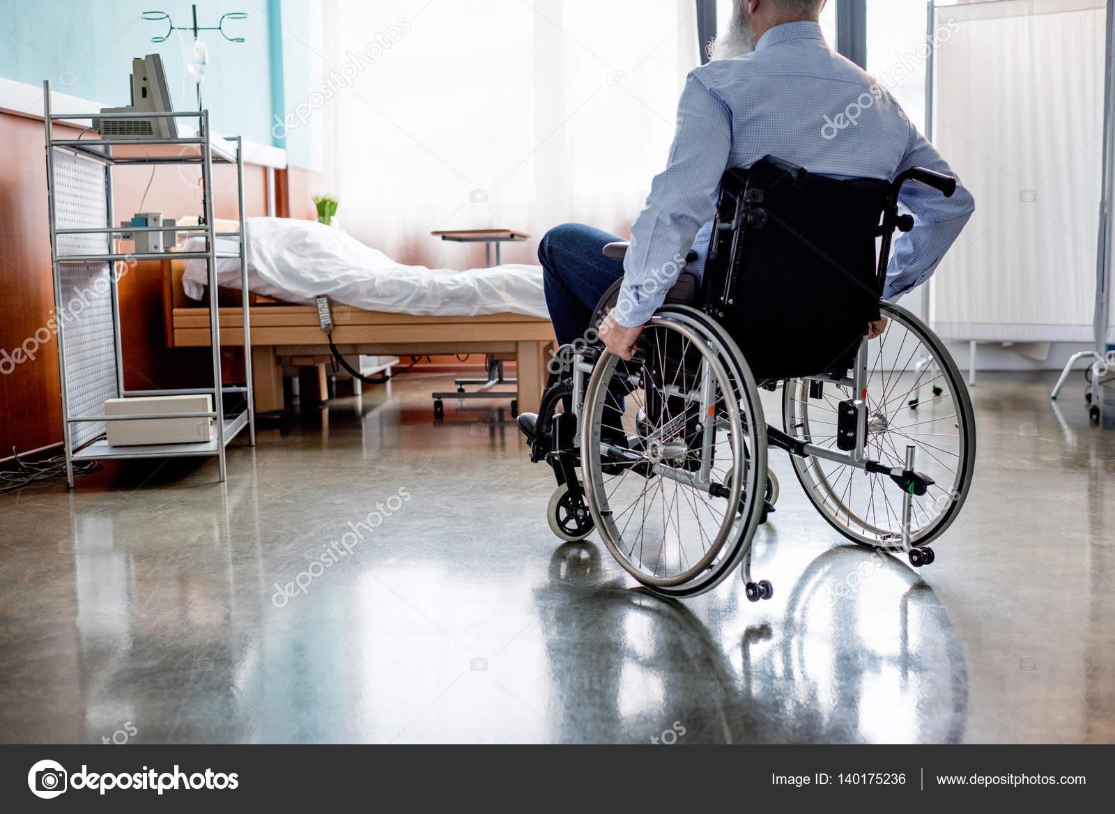 Приснился во сне давно умерший знакомый парень в инвалидной коляске.