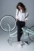 Hipster žena s kol