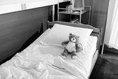 Photo Teddy bear on hospital bed