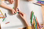 Fényképek aranyos gyerekek rajz