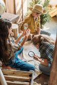 Fotografie Kinder spielen Schatzsuche