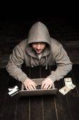 Hacker používající Laptop