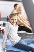 Fotografie Mädchen Turnen im Fitness-studio