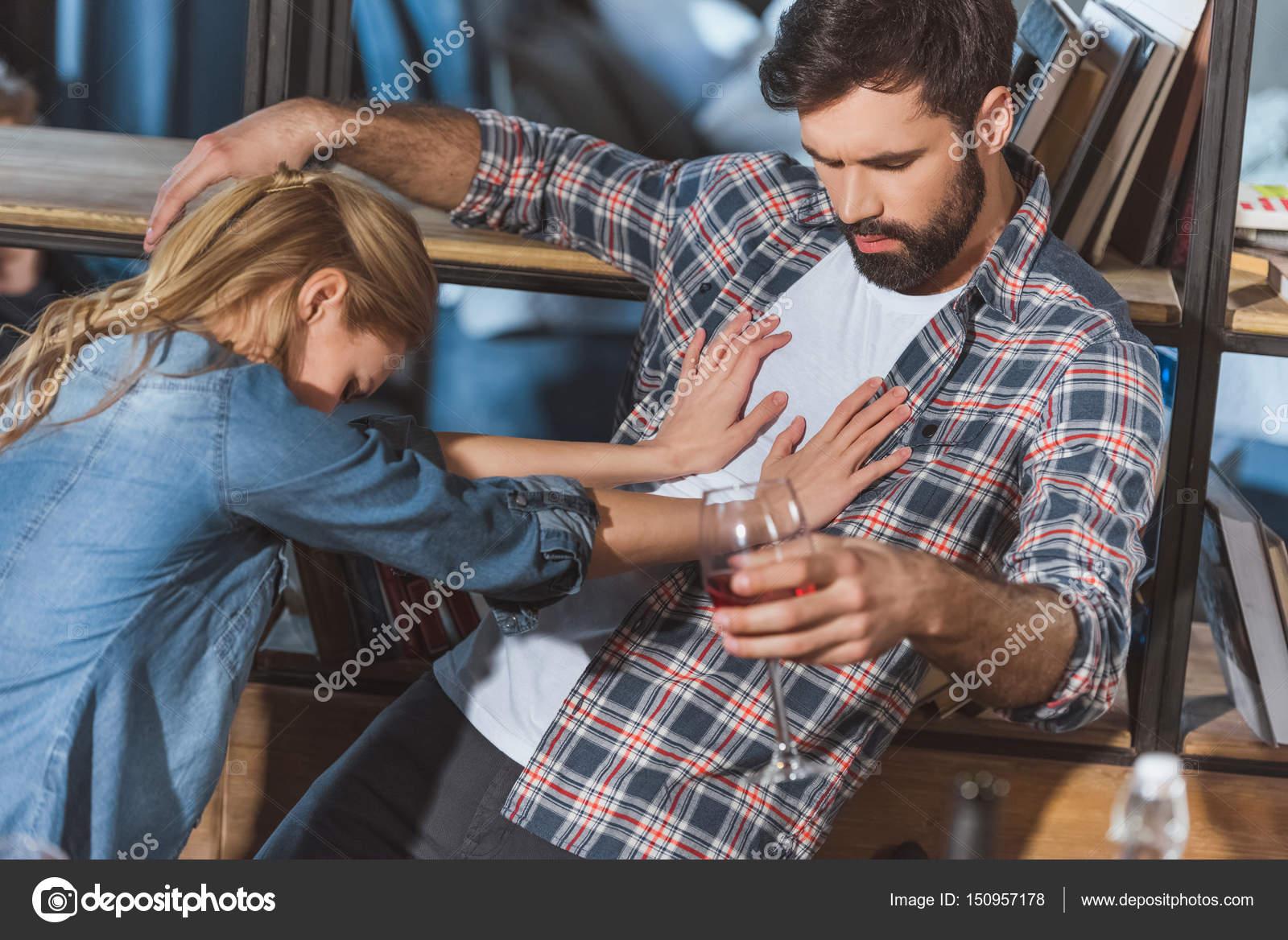 Девушка борится с парнем фото 359-663