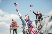 Teenageři s americké vlajky