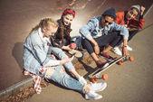 Teenageři, pomocí digitálních zařízení