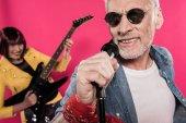 Idősebb pár zenészek