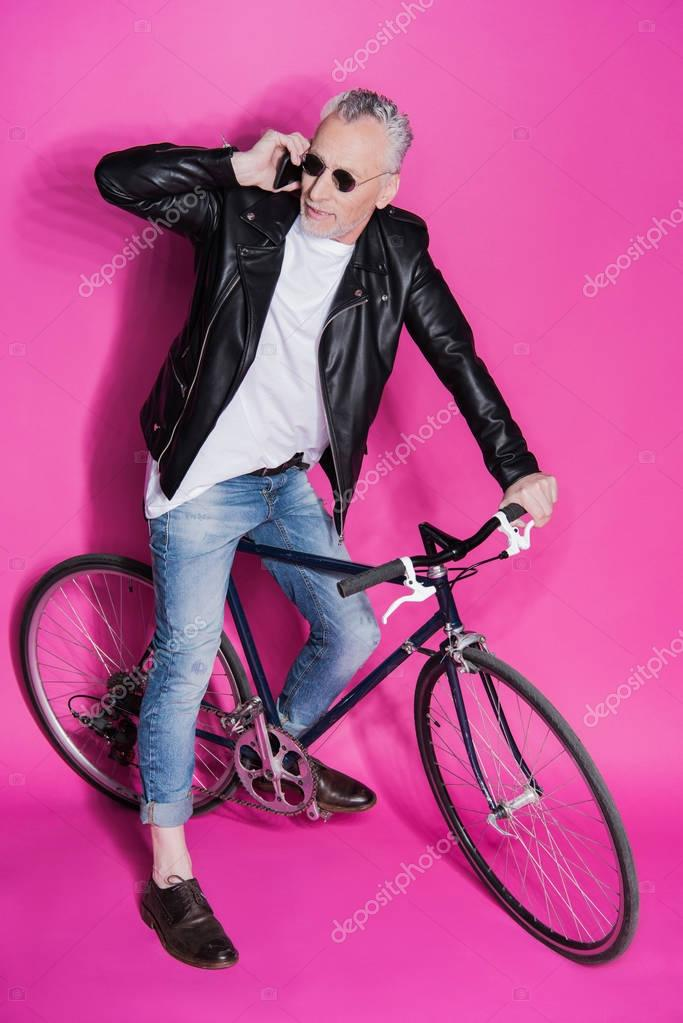 Stylish senior man with bicycle