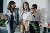 Giovani donne di affari in ufficio