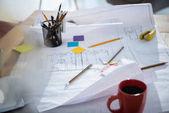 Fotografie Plány a kancelářské potřeby na stole
