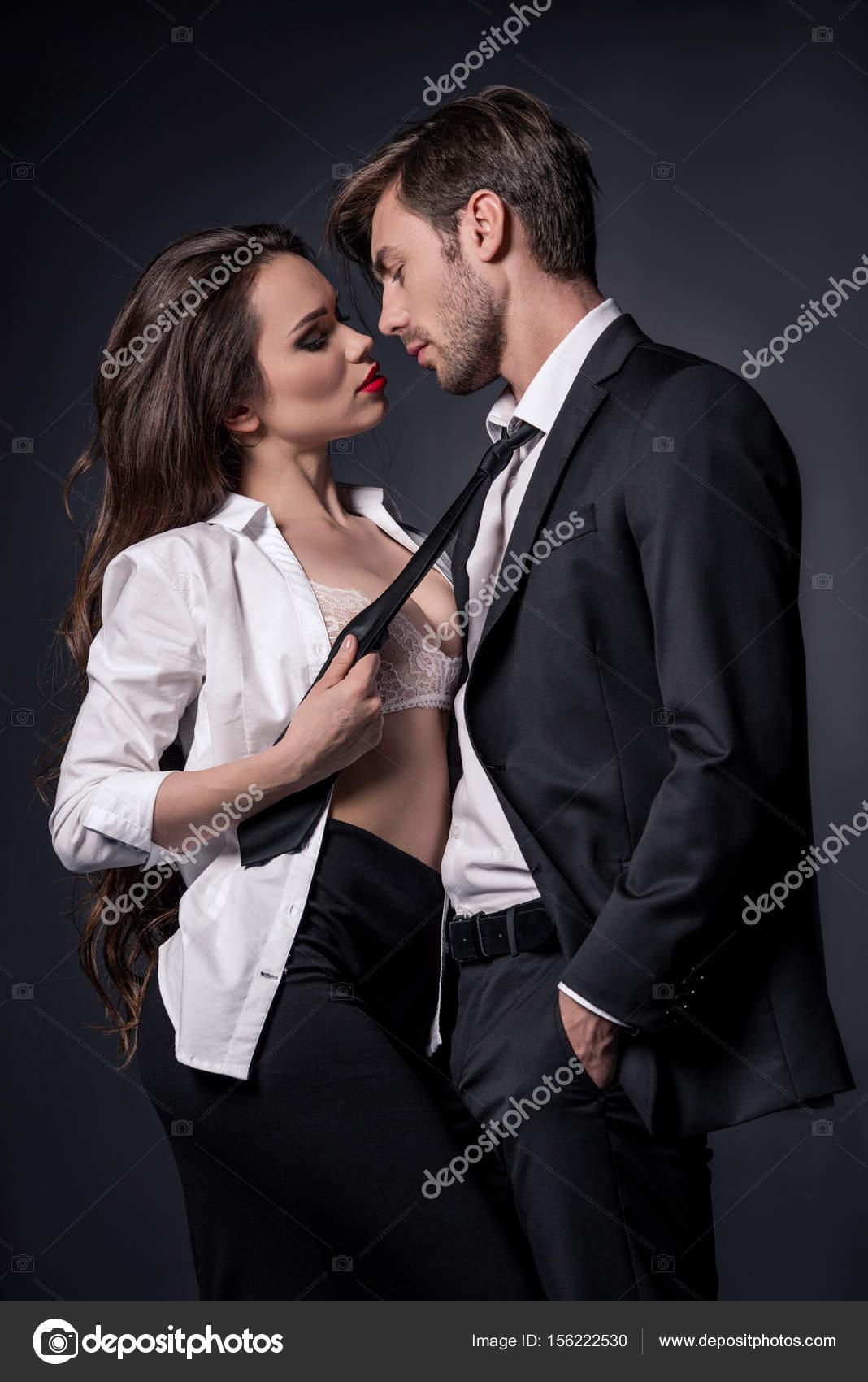 Девушка госпожа соблазнила скромного парня