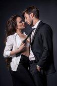 Fotografie Mädchen verführen Mann in Abendgarderobe