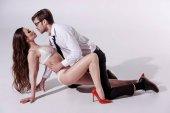 Fotografie Frau, eleganten Mann im Vorspiel zu verführen