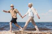 Fotografie starší pár na pláži