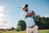 Fotografie muž hrát golf
