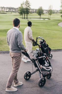 Men with golf clubs in bags