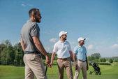 mnohonárodnostní golfisté koukal
