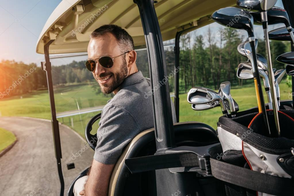 golf player spend time at golf course