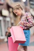 dívka hospodářství nákupní tašky