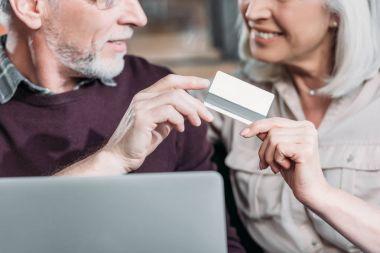 couple buying goods online