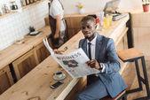 Fotografie businessman reading newspaper