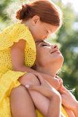 Szép boldog anya és lánya
