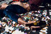 afrikanische amerikanische Mann auf Party betrunken