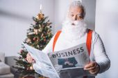 Fotografie santa claus reading newspaper