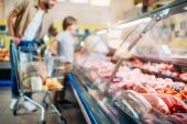 Fotografie čerstvé syrové maso v supermarketu
