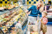 matka a dcera v supermarketu