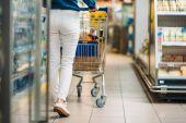Fotografie woman in shopping supermarket