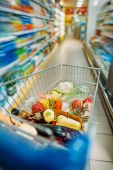 Fotografie shopping cart with purchases in supermarket