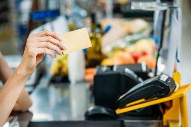 shop assistant holding credit card
