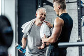 Fotografie sportovec, třesoucí se ruce s trenérem