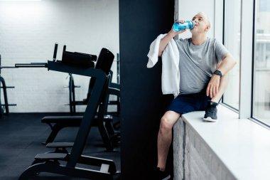senior sportsman drink water