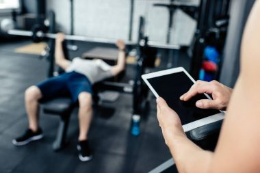 Trainer using digital tablet