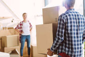 Photo couple moving in new house