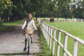 žena na kole