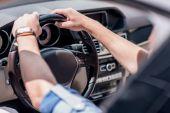 Fényképek férfi vezetési autó