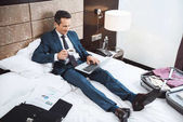 Fotografie businessman on bed working with laptop
