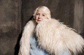 Fotografie Ältere Frau im Pelzmantel