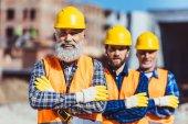 Stavební dělníci na webu