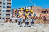 Tři pracovníci v Havířské na staveništi