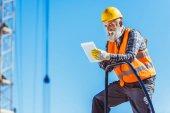 stavební dělník pomocí digitálních tablet